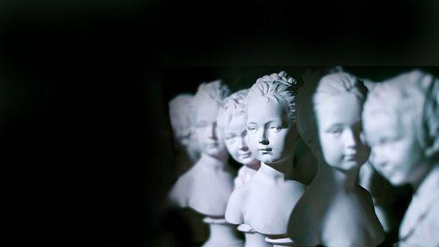 _112416402_anne-estatuas